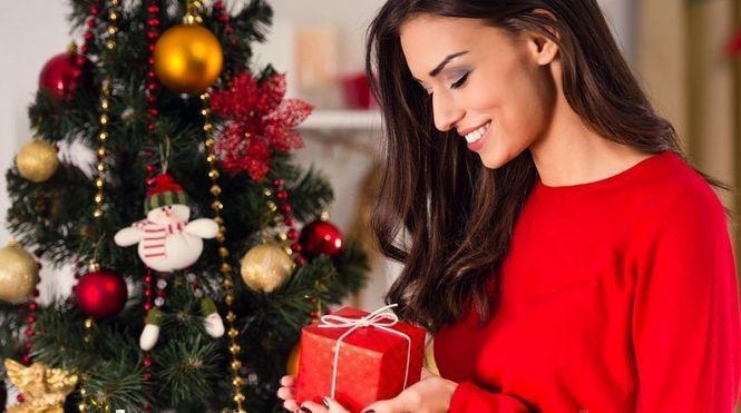 Что подарить молодой женщине на новый год