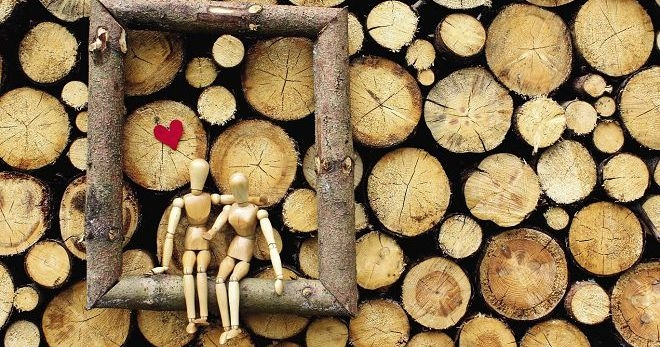 Традиции вручения подарков на деревянную свадьбу и особенности выбора