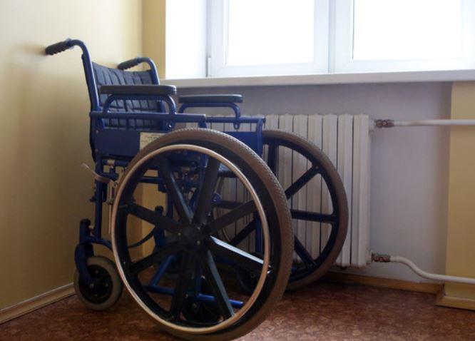 Москвичи сломали установленный в подъезде пандус для ребенка-инвалида