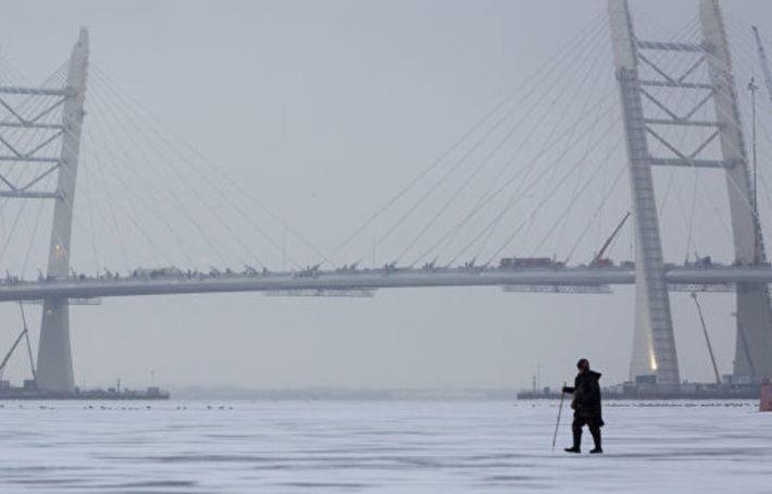 В Петербурге около 100 рыбаков спасли со льда Финского залива