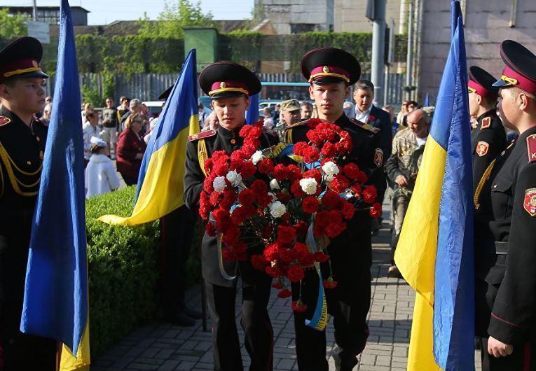 """В Раде сообщили, что Украина стала """"заложницей Кремля"""" из-за 9 Мая"""