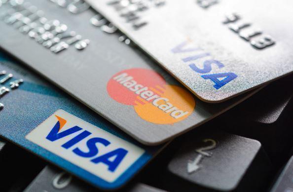 Visa и Mastercard прервали сотрудничество с московским банком из-за США