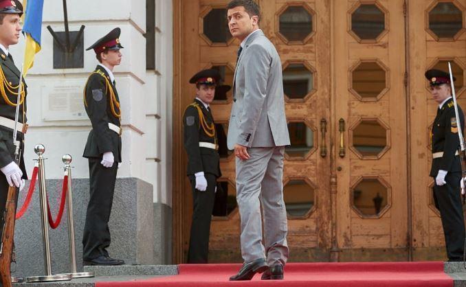 Штаб Порошенко пояснил, почему уместно сравнение Зеленского с Чаплиным