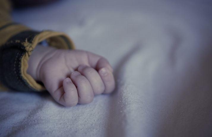 СМИ узнали о рождении ребенка от 3х родителей в Греции