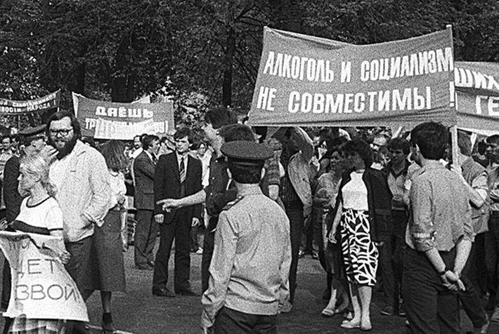 Японский журналист считает «сухой закон» одной из причин распада СССР
