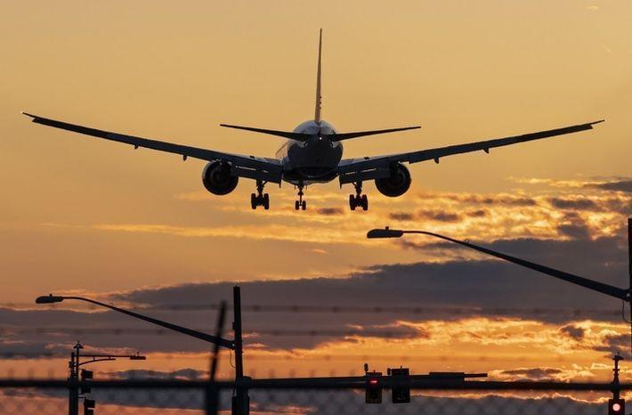 Вылетевший из Петербурга в ОАЭ пассажирский самолёт экстренно сел в Иране