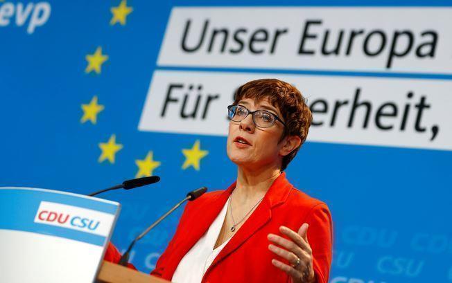 Bild: преемница Меркель приветствует «Северный поток — 2»