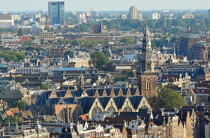 В Амстердаме будет введен полный запрет на бензиновые и дизельные авто