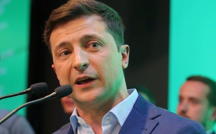 """Зеленский пообещал """"несколькими ходами"""" ответить на паспортизацию Донбасса"""