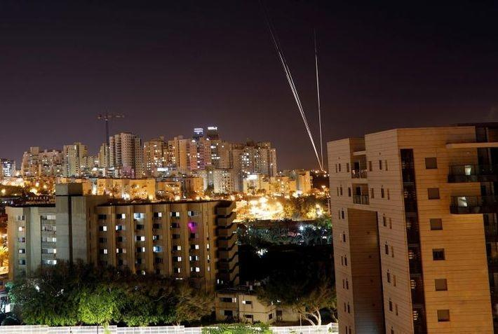 По Израилю выпустили более 400 ракет