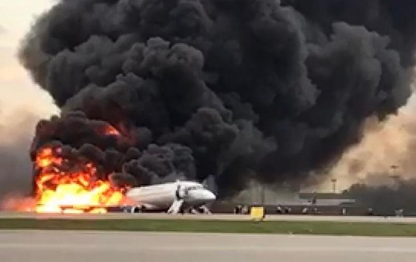 """CNN назвал """"чудом"""" успешную аварийную посадку горящего самолёта в Шереметьево"""