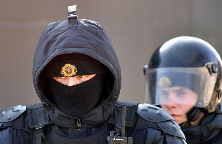В Белоруссии КГБ задержал по подозрению в даче взятки трех россиян