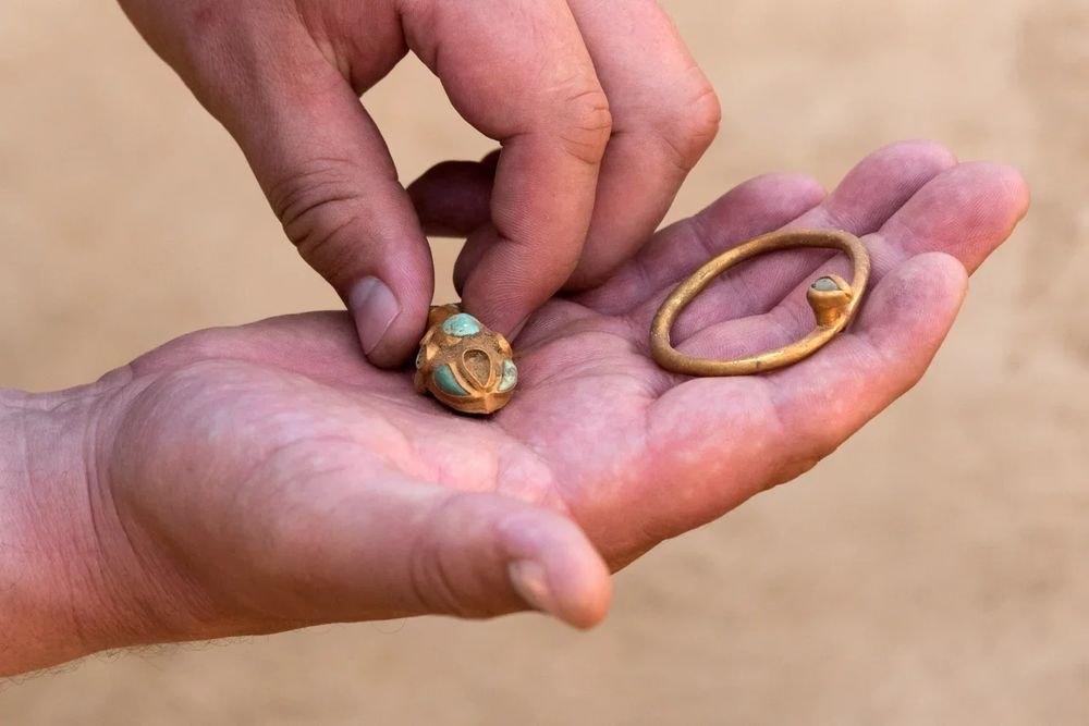 Под Астраханью обнаружили золотой клад сарматского вождя