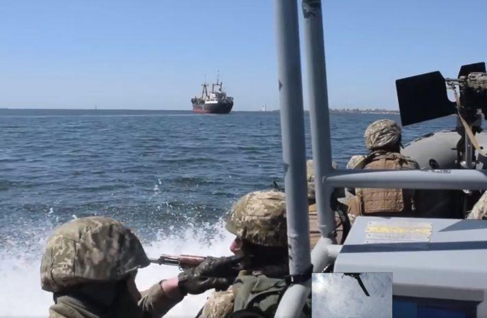 На Украине военные отработали захват судов в открытом море