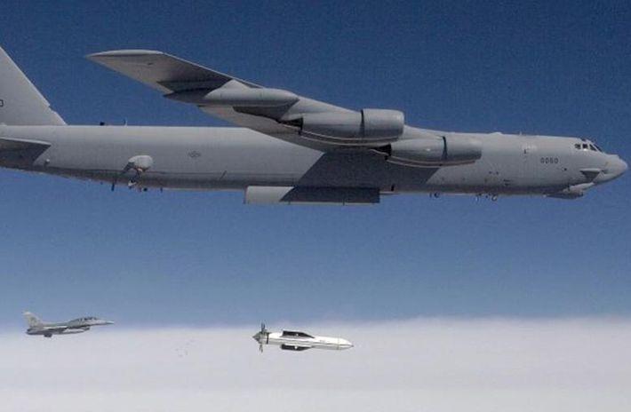 Америка испытала сверхмощную авиабомбу GBU-57