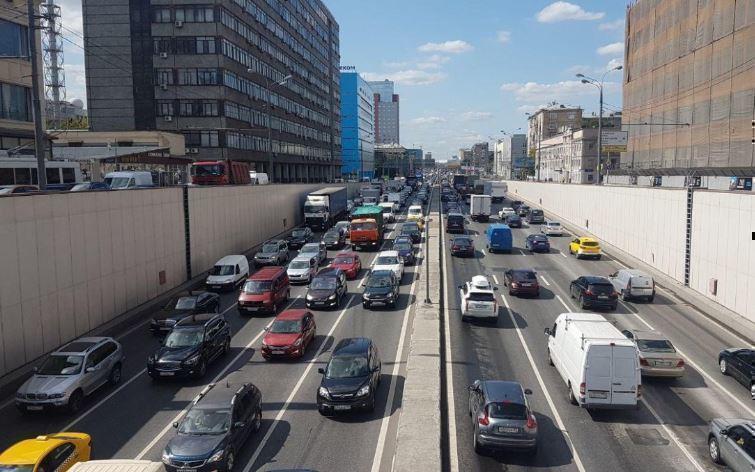 Робота научили находить эвакуированные автомобили москвичей