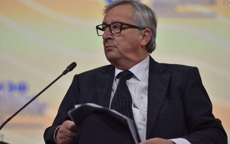 Юнкер сообщил, что Греция обманом попала в ЕС