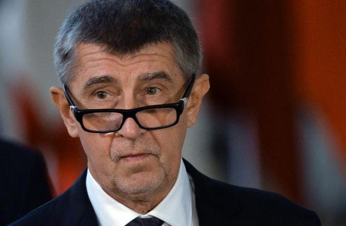 Охранник  премьер-министра Чехии выстрелил в самолете