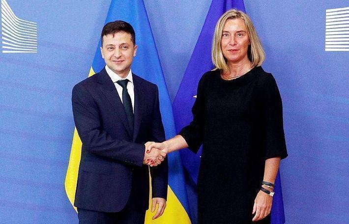 Зеленский и Могерини обсудили выполнение Минских соглашений