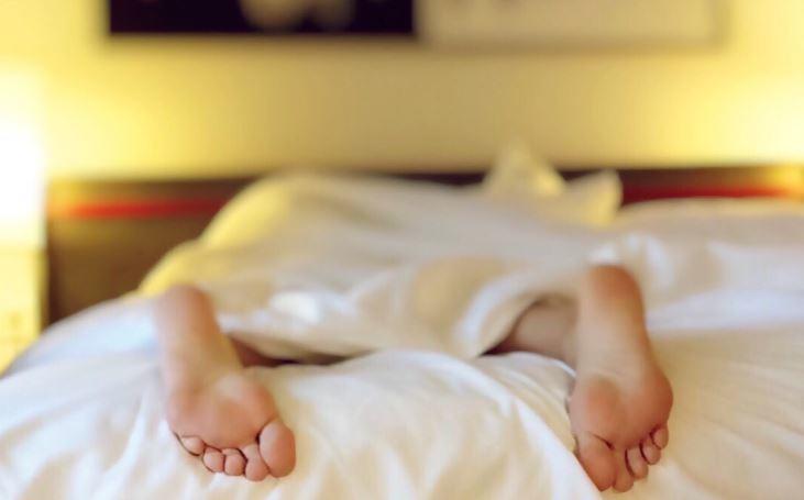 Сомнолог рассказал, как нужно спать для сохранения красоты