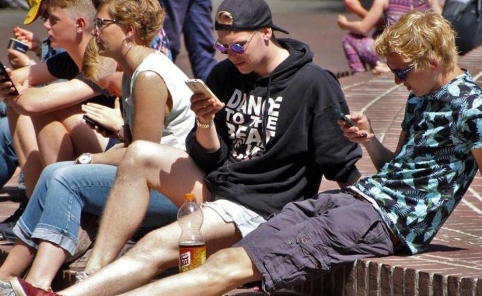 Стало известно, сколько жители РФ тратят на смартфоны