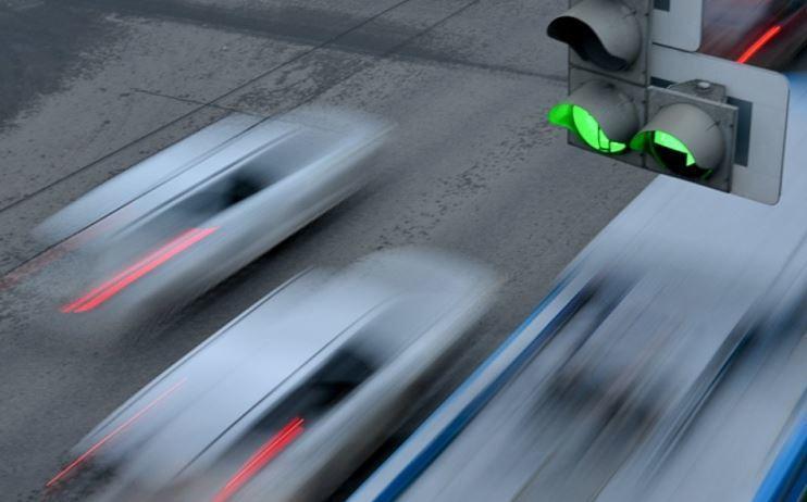 Квадратные светофоры и турбоперекрестки появятся в РФ