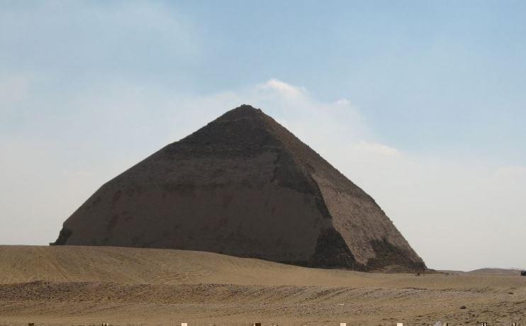 Уникальную «ломаную» пирамиду в Египте была открыта для посещений