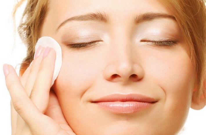 Как блистать без блеска на лице. 10 лайфхаков для жирной кожи