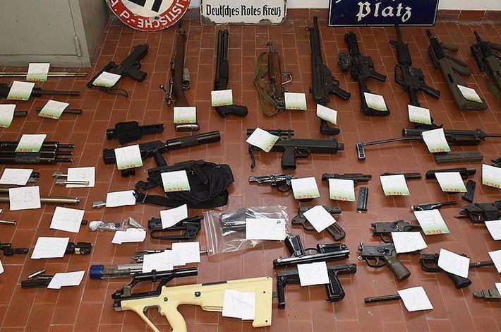 Итальянский спецназ изъял арсенал оружия для наемников в Донбассе