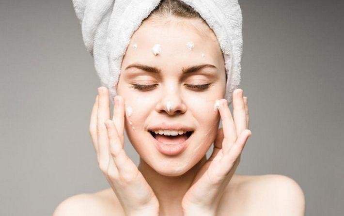 10 лайфхаков, чтобы напоить сухую кожу