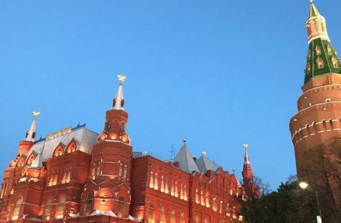 Депутат Европарламента пояснил, для чего Запад назначил РФ «злодеем»