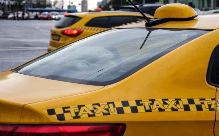 Поездки на такси для россиян оказались выгоднее личной машины