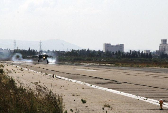 Боевики ударили реактивными снарядами по авиабазе Хмеймим