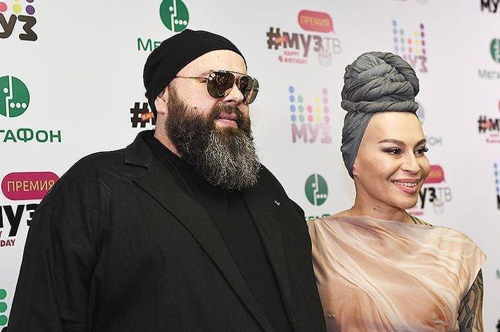 Максим Фадеев расторг контракт с певицей Наргиз и запретил исполнять его песни
