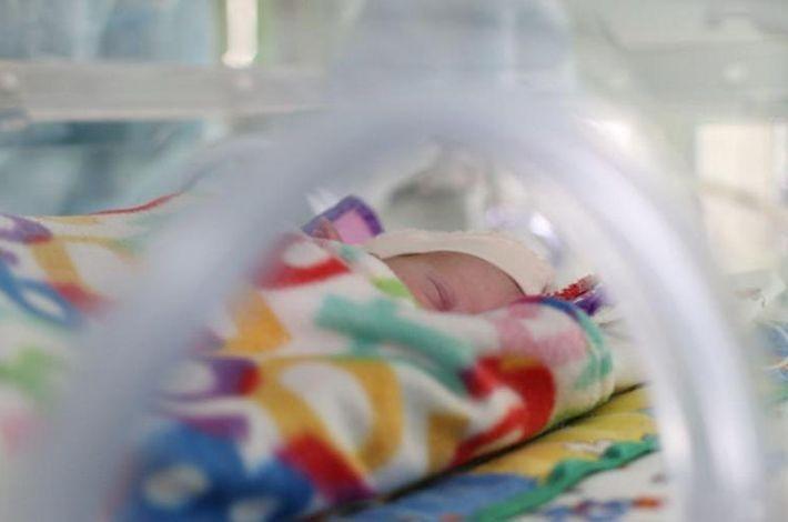 Врачи подмосковного центра спасли новорожденную весом 610 г