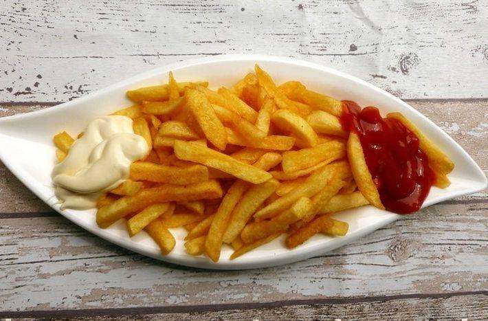 В Роскачестве рассказали об опасности чипсов и картофеля фри