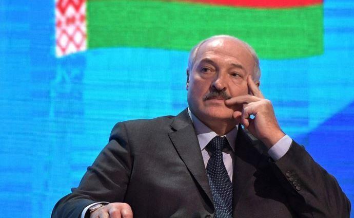 Лукашенко посетовал, что «крутится, как белка в колесе»