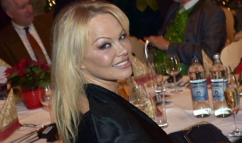 Памела Андерсон тайно вышла замуж за 74-летнего продюсера в США 1