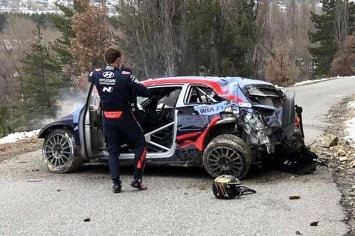 На ралли в Монте-Карло гонщик из Эстонии сорвался с обрыва на скорости 170 км/ч thumbnail