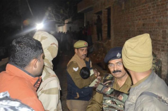 В Индии мужчина взял в заложники около 20 приглашенных на день рождения детей 1