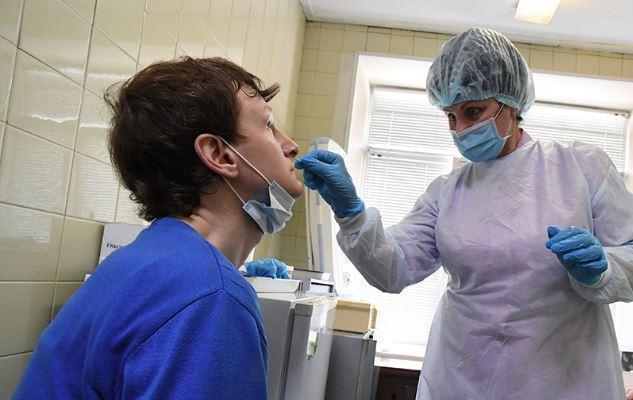 Температура, кашель, синие губы: названы чрезвычайные симптомы COVID-19 1