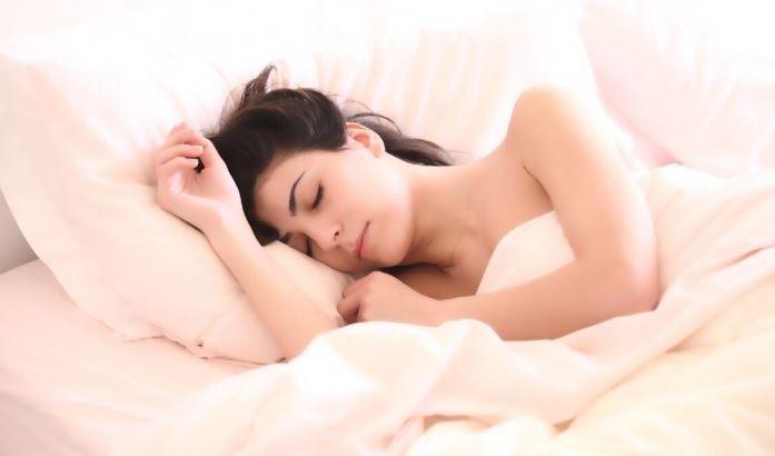 Врач рассказала, сколько нужно спать на карантине
