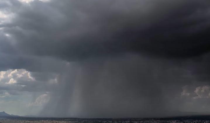 Падение «дождевой бомбы» сняли на видео в США 1