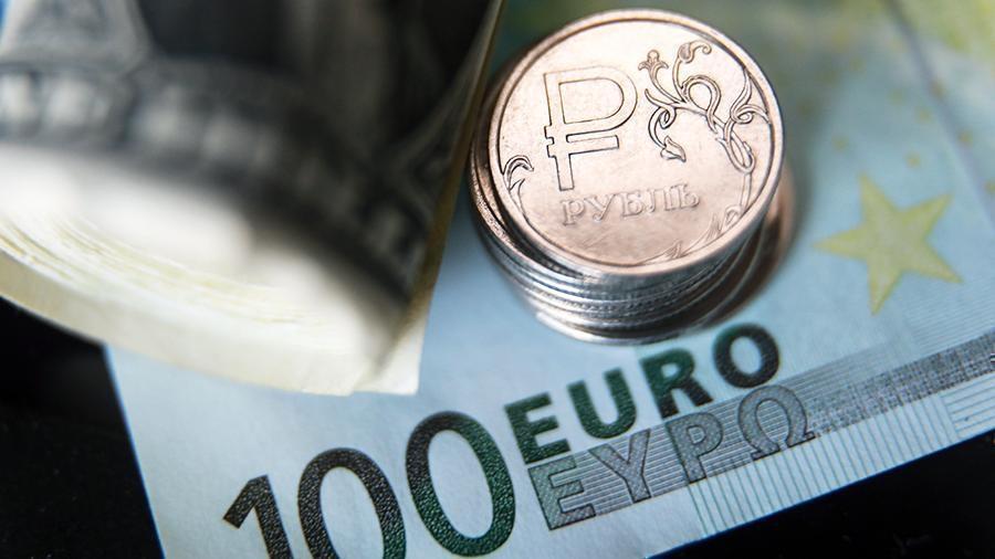 Рубль вырос по отношению к доллару и евро на открытии торгов Мосбиржи thumbnail