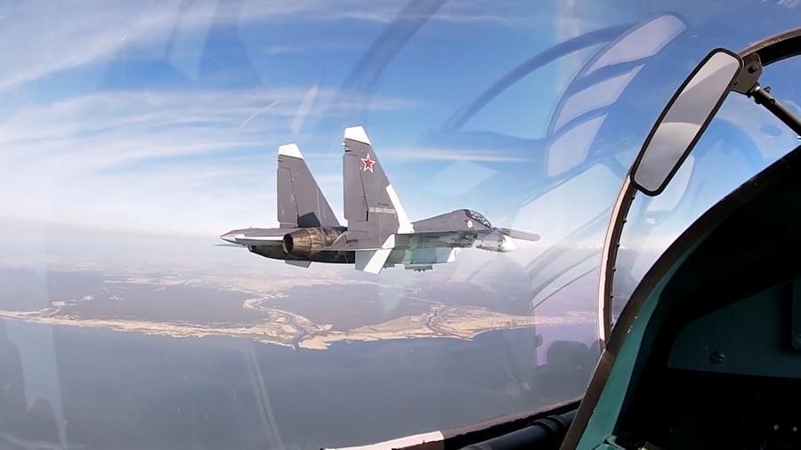 Российские истребители сопроводили бомбардировщики США над Черным морем thumbnail