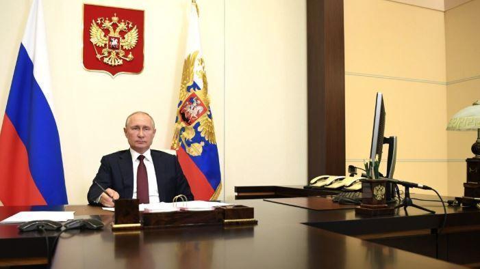 Песков объяснил, почему Путин продолжит проводить совещания в дистанционном режиме thumbnail