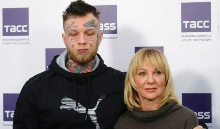 Сын актрисы Яковлевой рассказал, что живет на деньги родителей thumbnail