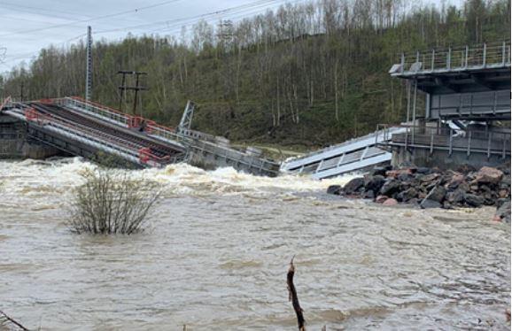 Рухнул связывавший Мурманск с остальной Россией железнодорожный мост thumbnail