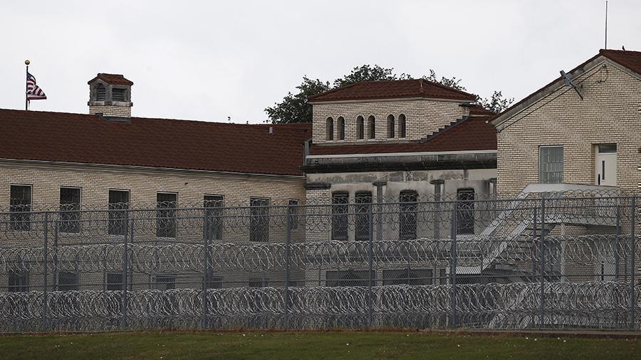 В США впервые за 25 лет из-за беспорядков закрыли федеральные тюрьмы thumbnail