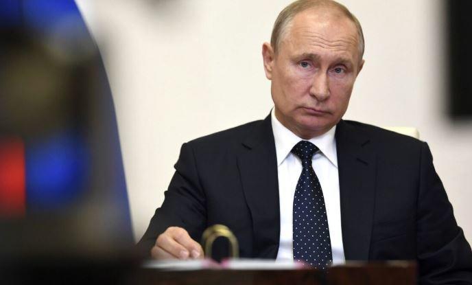 Путин эмоционально постучал по столу во время доклада Мишустина об экономике thumbnail
